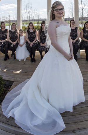 Vera Wang White Ball Gown Wedding Dress for Sale in Marysville, OH