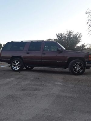 1997 GMC suburban 4×4 for Sale in Las Vegas, NV