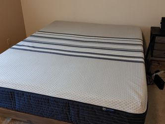 Queen Mattress - Like New for Sale in Port Orchard,  WA