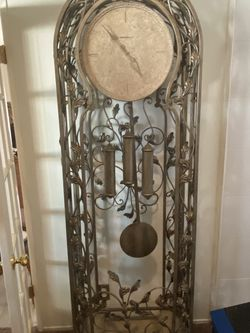 Howard Miller Grandfather Clock for Sale in Walnut,  CA