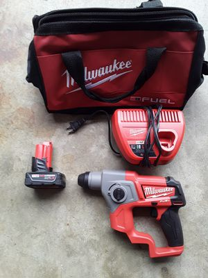 5/8 SD DRILL, BATTERY, CHARGER AND BAG. for Sale in Covina, CA
