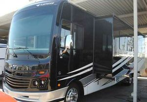 2018 Fleetwood Bounder 35 2 slides Bath and a Half full body paint 10k miles Like New Motorhome for Sale in Mesa, AZ