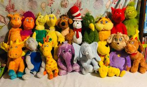 19 Dr Seuss plushies for Sale in Goodyear, AZ