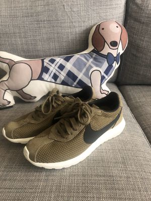 Nike Roshe woman LD-1000 QS size 5 for Sale in Milpitas, CA