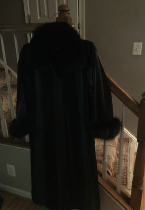 Real leather women,s coat. Fox fur. Made in Turkey. for Sale in Ashburn, VA
