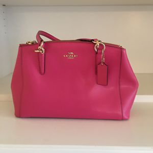Beautiful pink coach purse used couple of times in good condition❤️ for Sale in Mountlake Terrace, WA