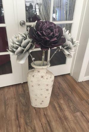 Vase w flowers for Sale in Phoenix, AZ