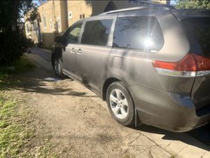 toyota sienna 2013 salvage for Sale in South Gate, CA