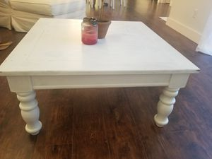 """White Coffee Table - 36"""" × 36"""" × 18"""" - FOR PICKUP ONLY for Sale in Miami, FL"""