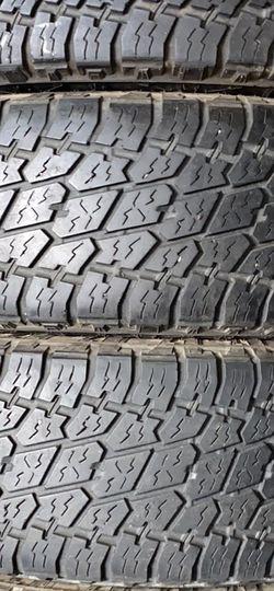 LT 275/70R18 NITTO Tires En Perfectas Condiciónes for Sale in Long Beach,  CA