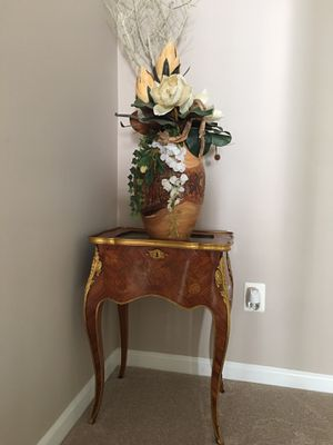 Faux flowers with vase for Sale in Woodbridge, VA
