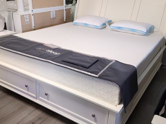 FREE DELIVERY!!! NEW KING WHITE STORAGE BED FRAME!!!! DISPLAY CLEARANCE for Sale in Oviedo,  FL