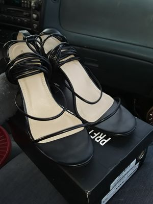 Pretty little thing black strap heels for Sale in St. Louis, MO