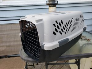 Small pet crate, good condition, clean, 19.5 in long, 11 in tall, 11.5 wide. for Sale in Murfreesboro, TN