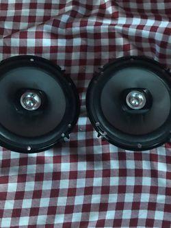 Pioneer Speaker size 61/2 200 watts for Sale in San Bernardino,  CA