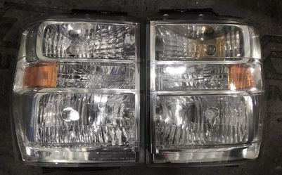 10-14 Ford Econoline Wagon Driver And Passanger Side Headlight for Sale in Kissimmee,  FL