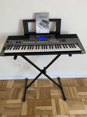 Yamaha PSRE443 61-Key Portable Keyboard w/stand for Sale in Brooklyn, NY