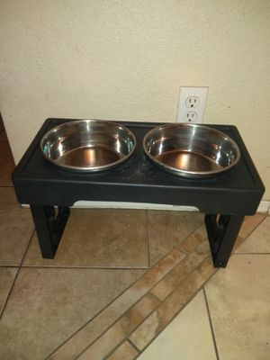 Double Dog Bowl Stand w/ Bowls for Sale in Mesa, AZ