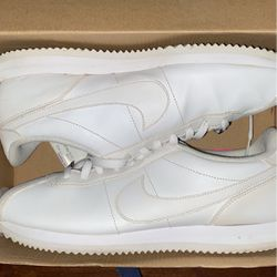 NIKE CORTEZES for Sale in Los Angeles,  CA