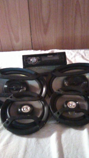 Pioneer deck and speakers 100 614 749 2625 for Sale in Columbus, OH