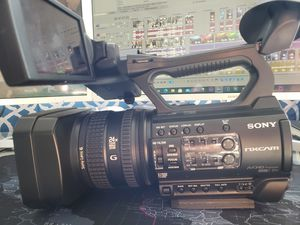 SONY HXR-NX100 for Sale in Euclid, OH