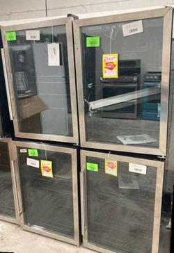 Frigidaire mini fridges 4.4 cu. AR for Sale in Dallas,  TX