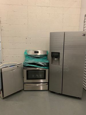 STAINLESS KITCHEN APPLIANCE SET FOR SALE NEW & USED FLOOR MODEL for Sale in Teaneck, NJ