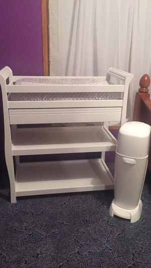 Changing table and trash can for Sale in Conroe, TX