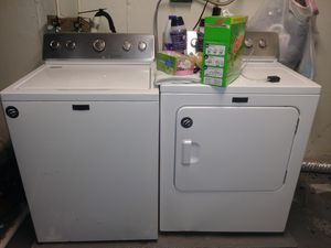 Maytag washer and dryer electric for Sale in St. Louis, MO