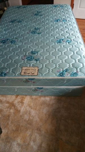 FULL SIZE MATTRESS AND BOX SPRING VERY COMFORTABLE for SALE for Sale in Bellevue, WA