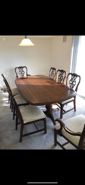 Century dinning room set (table and chairs) for Sale in Stafford Township, NJ