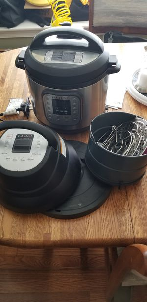 6qt Instant Pot with Air fryer attachment for Sale in Millersville, MD