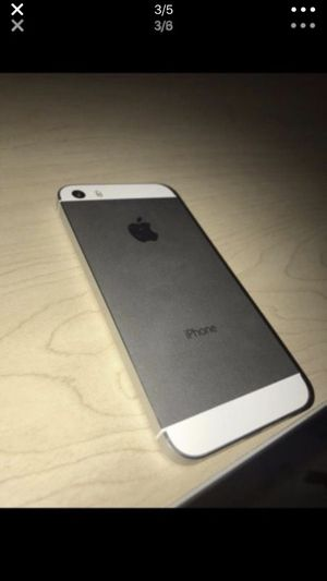 iPhone 5s unlocked ready to use nothing wrong with it for Sale in Washington, DC