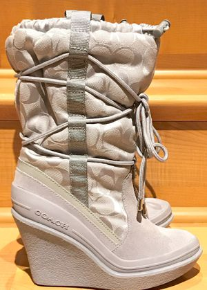 New Coach Signature Winter Boots In Size 5 for Sale in Redmond, WA