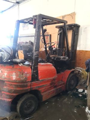 Toyota forklift 6 series 7000 lb lift capacity 3 stage with side shift.will need transmission work for Sale in El Monte, CA