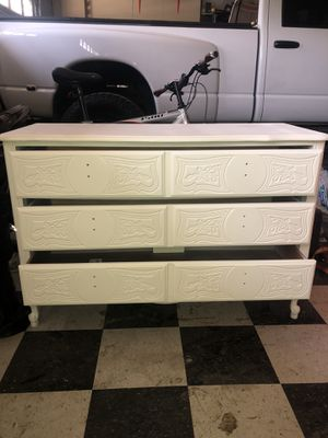 VINTAGE THREE DRAWER DRESSER for Sale in Bakersfield, CA
