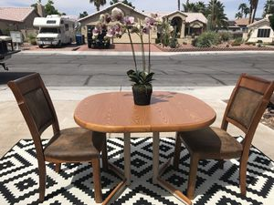 STUNNING NICE DESIGN WOOD DINING TABLE WITH 2 SOLID WOOD POLYESTER FIBERS FOAM PAD CHAIR IN EXCELLENT CONDITION for Sale in Las Vegas, NV
