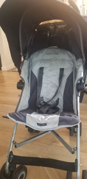 Maclaren Quest stroller with shade, organizer and stroller airport bag for Sale in Fairfax, VA