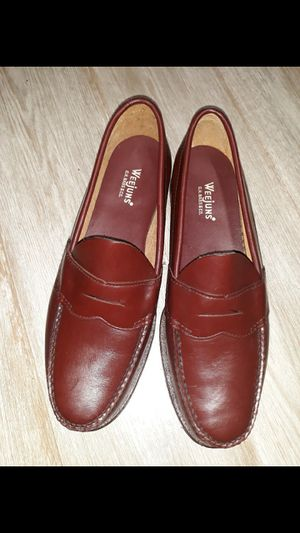 Men Weejun's Burgandy loafers Size 8 1/2 for Sale in Brooklyn, NY