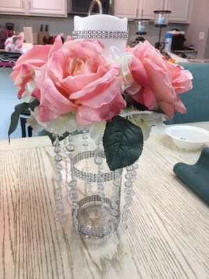12- table top floral candle holder dripping beads for Sale in Gibsonton, FL