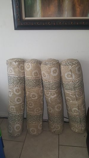 Set of 4 big sturdy living room Pillows for Sale in San Diego, CA