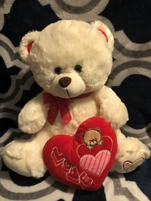 Cream colored teddy bear with heart for Sale in Long Beach, CA
