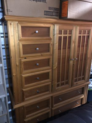 Dresser/chest of drawers for Sale in Tampa, FL