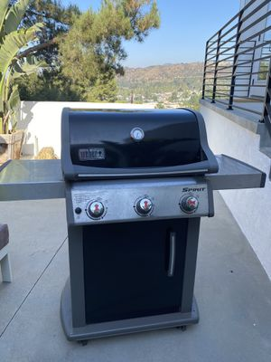 Weber Gas Grill - Spirit Model for Sale in Los Angeles, CA