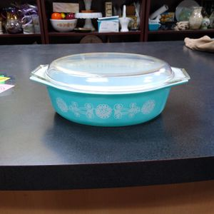 """Mint"" Vintage Pyrex White Lace Medallion 045 With Lid 2.5 Quart for Sale in Virginia Beach, VA"