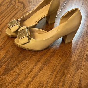 Princess Shoes Size 7 for Sale in Alexandria, VA
