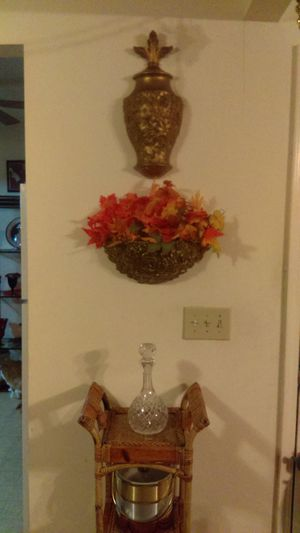 Wall DECOR with Flower Arrangements for Sale in Greenville, SC