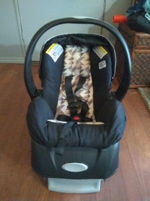 Like New infant car seat and base for Sale in Ward, AR