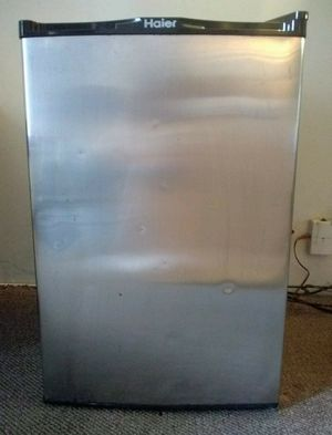 Haier Mini Fridge for Sale in Sevierville, TN