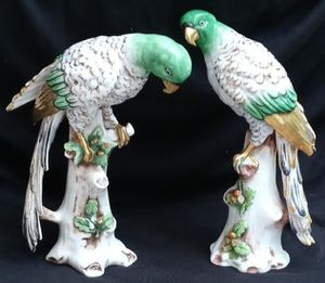"""Sampson porcelain parrots, circa 1892 Paris, France, 10"""" & 9"""", in good condition. for Sale in Long Beach, CA"""